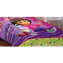 Dora the Explorer Brilliant Star 72 by 86-Inch Comforter, Twin/Full
