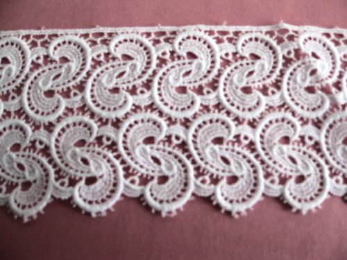 Fine Venice Lace Swirl Trim in White