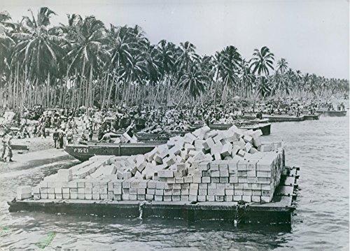 vintage-foto-de-cientos-de-us-marines-y-ejercito-soldados-mingle-en-la-playa-de-guadalcanal