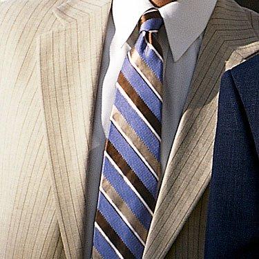 abbinamento giacca beige, camicia, cravatta