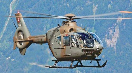Revell - 4647 - Maquette Classique à Peindre et à Coller - EC635 Military