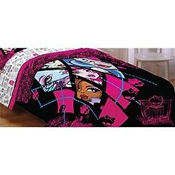 Monster High Dolls Ghouls Back Twin-Full Bed Comforter