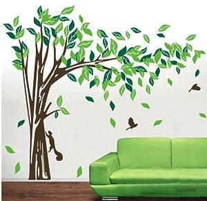 riesige elegante gr ne baum mit eichh rnchen und kaninchen. Black Bedroom Furniture Sets. Home Design Ideas