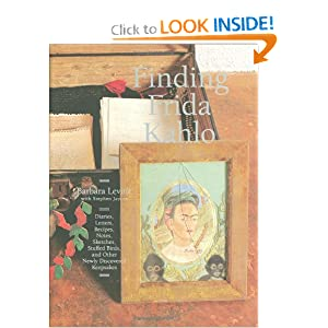 Finding Frida Kahlo (English and Spanish Edition): Barbara Levine