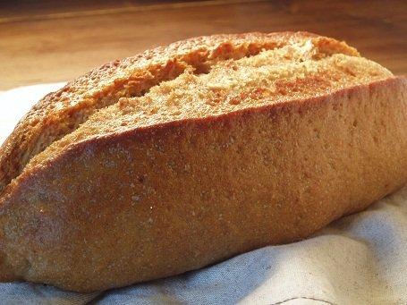 全粒粉100%パン(ドイツパン)    ※≪健康的で?驚くおいしさ≫しかも無添加。(天然酵母です)