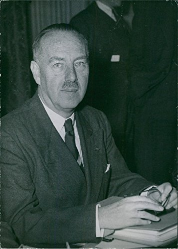 vintage-photo-of-close-up-of-belgian-lawyer-economist-catholic-politician-paul-van-zeeland