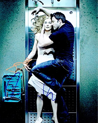 BEN AFFLECK & ROSAMUND PIKE - Gone Girl AUTOGRAPHS Signed 8x10 Photo seth macfarlane ted 8x10 male celebrity photo signed in person