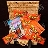 Hershey's Reeses Peanut Butter Small Luxury Christmas Chocolate Festive Hamper with Snowman, Miniature Original & White Cups Plus 4 packs of 2 Peanut Butter Cups