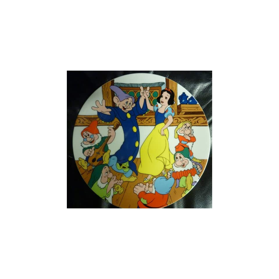 Disney SNOW WHITE AND THE SEVEN DWARFS THE DANCE Collectible Plate BY WALT DISNEY 1980S