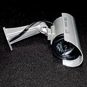 Fausse caméra de surveillance CCTV IR. LED clignotante intégrée par KurtzyTM