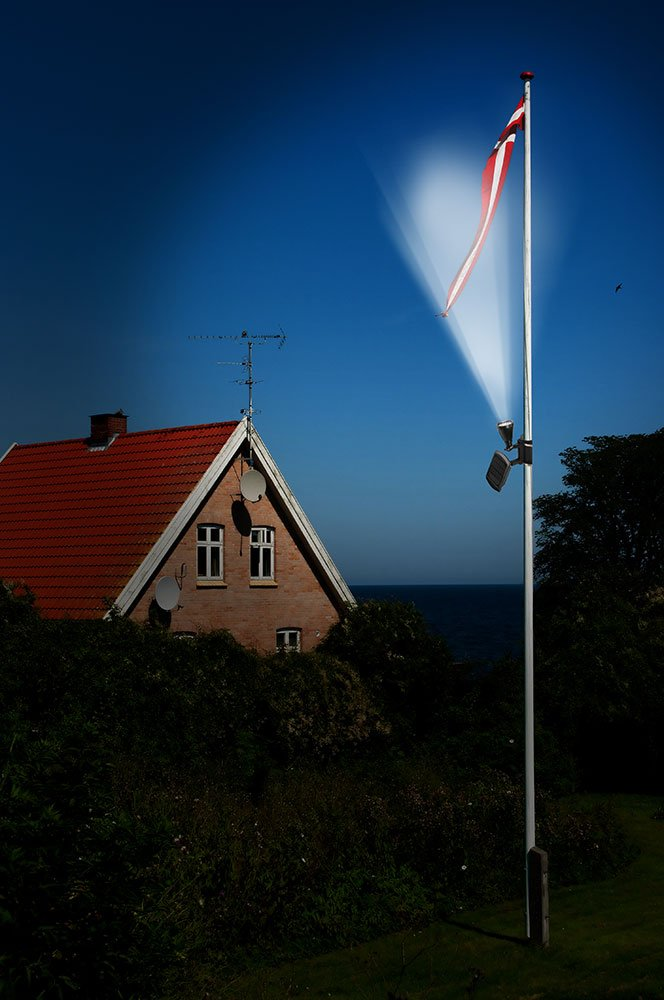 Nature Power 22015 Solar Powered Flag Light