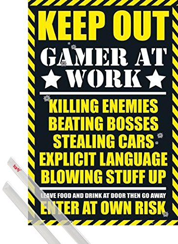 Poster + Sospensione : Gaming Poster Stampa (91x61 cm) Keep Out, Gamer At Work e Coppia di barre porta poster trasparente 1art1®