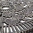 Relaxdays-Bistrotisch-HBT-64-x-50-x-50-cm-Gartentisch-aus-Aluminium-Tisch-fr-Terrasse-und-Wintergarten-Gartenmbel-im-Jugendstil-mit-Blumen-Muster-bronze