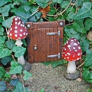 Small brown hobbit door red mushroom toadstool fairy for Setas jardin