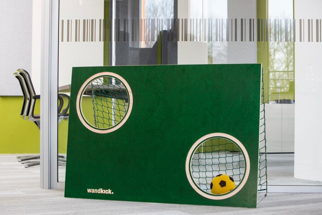 Wandkick Mini-Torwand sattgrün, incl. Netz und Ball jetzt kaufen