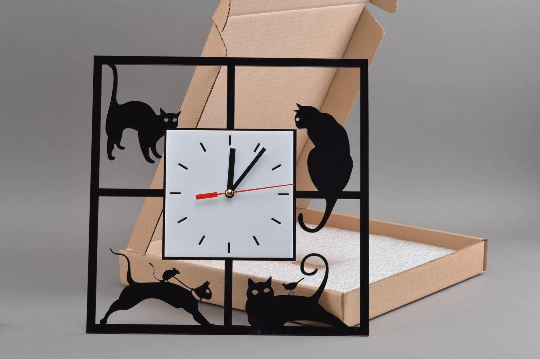 Quadratische originelle handmade Wanduhr aus Acrylglas mit Katzen in Schwarz bestellen