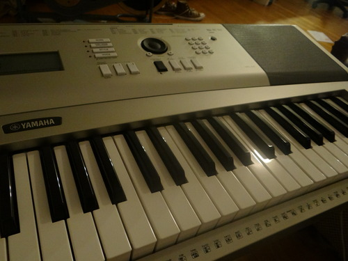 Yamaha ypg 235 76 key premium portable keyboard package for Ypg 235 yamaha