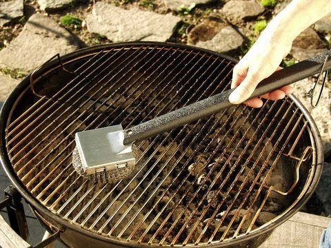 Tool Wizard Grill & BBQ Brush Wizard Grill Scrubber. This brush was tested and HIGHLY RECOMMENDED by Cooks Illustrated Magazine.
