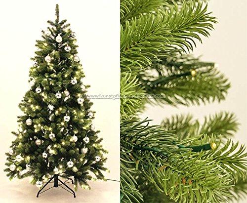 k nstlicher tannenbaum aus spritzguss richtig geschm ckt wirkt er nat rlich. Black Bedroom Furniture Sets. Home Design Ideas