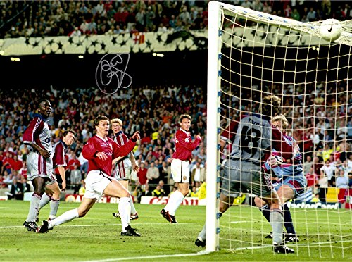 """Ole Gunnar Solskjaer Manchester United Autographed 16"""" x 12"""" 1999 World Cup Goal Photograph - ICONS - Fanatics Authentic Certified"""
