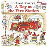 Richard Scarry&#39;s A Day at the Fire Station (Pictureback(R))