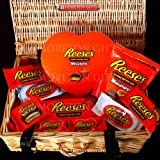 Reese's Love Hamper - By Moreton Gifts - Valentine's Day Present - Hearts, Cups, Miniatures, Milk and White Chocolate