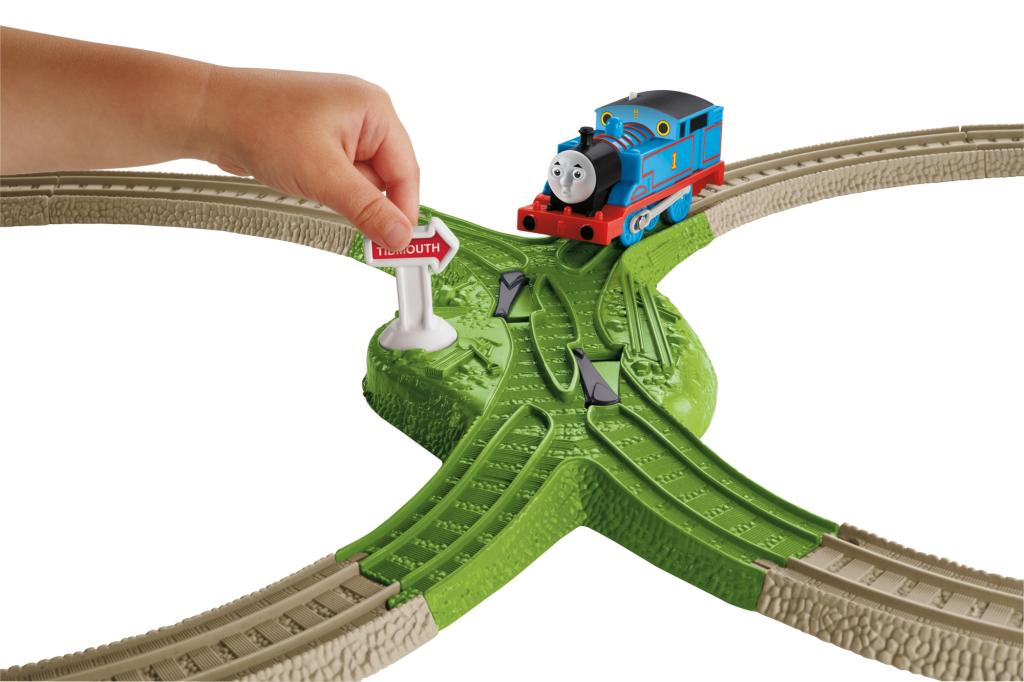 Amazon.com: Thomas the Train: TrackMaster Deluxe Starter Set: Toys