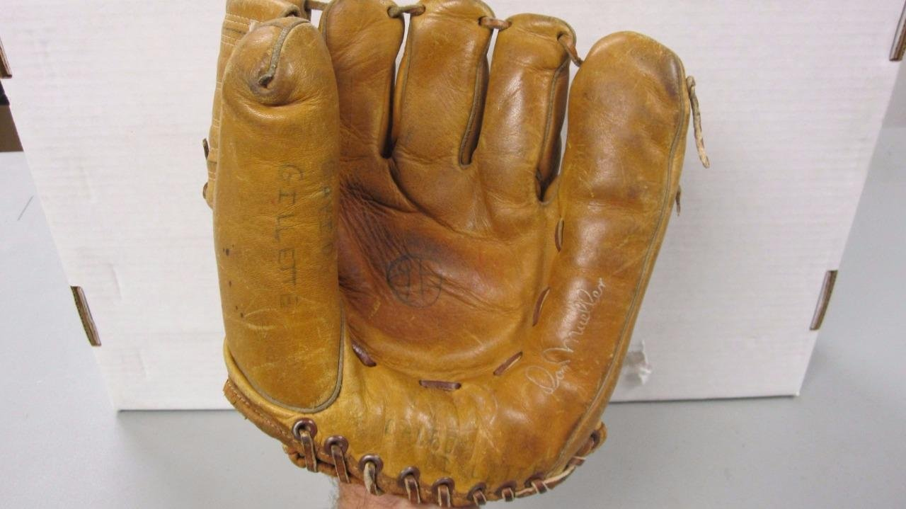 JOE DIMAGGIO DON MUELLER VINTAGE BASEBALL GLOVE 740 SOME WRITING ON ITEM 0