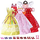 Neuf 5 Barbie robes / vêtements et 10 paires de chaussures