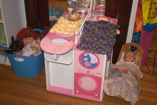 Toy Baby Doll Center : Amazon our generation baby doll care center with
