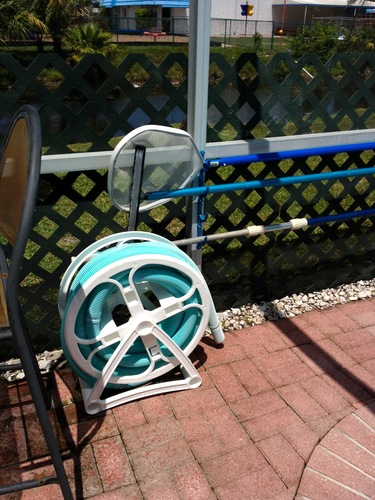 Swimming pool vacuum hose storage reel patio for Garden hose pool vacuum