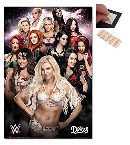 Confezione - 2 Articoli - WWE Divas Poster - 91.5 x 61cms (91.4x61cm) e un Set di 4 Cuscinetti Adesivi Riposizionabili Per Facile Fissaggio a Parete