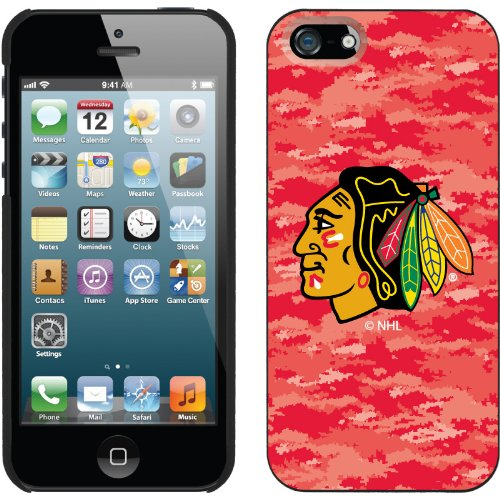 Best Price Chicago Blackhawks« Digi Camo Color design on a Black iPhone 5s / 5 Thinshield Snap-On Case by Coveroo