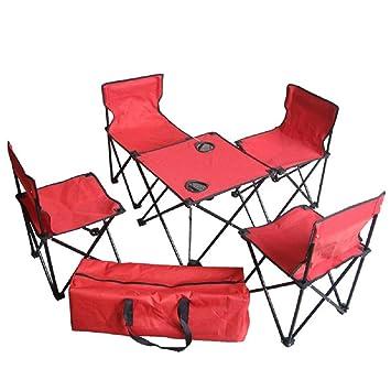 Su una serie di pic-nic di 6 quattro stagioni tavolo esterno e sedie