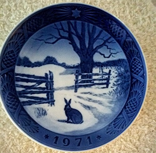 Royal Copenhagen Denmark Porcelain 1971 Blue Christmas Plate -- Hare in Winter [Rabbit in Snow] -- 7.25