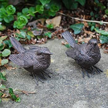 We are proud to present the Pair of Detailed Resin Wren Bird Ornaments for the Garden
