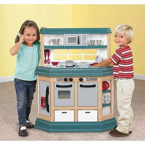 American Plastic Toys Cookin\' Kitchen With 22 Ac