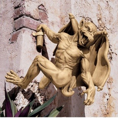 Gaston the Climbing Gothic Gargoyle Statue Size: Large