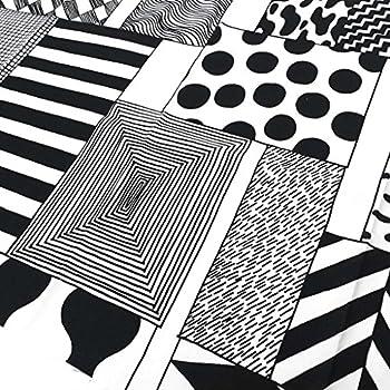(マリメッコ)Marimekko おためし生地(布)ハーフカット約70cm×50cm 66803 AJATUS ON TARKEIN COTT 190 White/Black [並行輸入品]