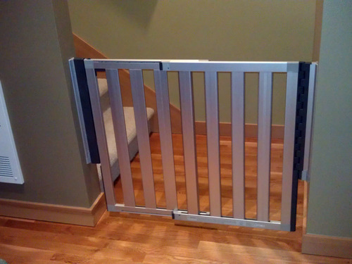 Amazon Com Munchkin Loft Aluminum Infant Safety Gate