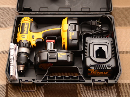 sale dewalt dc725ka 18 volt cordless compact hammer drill driver wood router reviews. Black Bedroom Furniture Sets. Home Design Ideas