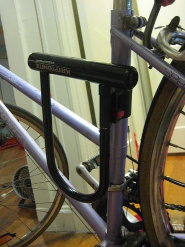 kryptonite keeper 12 standard bicycle u lock with bracket bicycle u lock 4 inch x 8. Black Bedroom Furniture Sets. Home Design Ideas