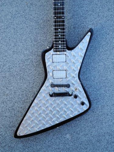 Rgm96 James Hetfield Diamond Plate Explorer Metallica Miniature Guitar