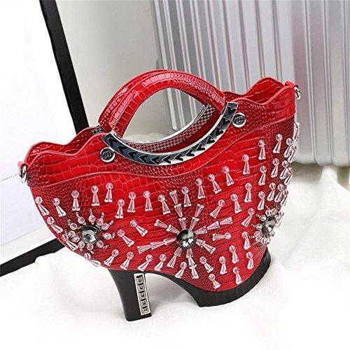 la-signora-della-moda-borse-tacchi-banchetti-creativi-red