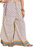 Exotic India Casual pantalones de Palazzo de pilkhuwa con hojas Impreso y Patch Bo Vanilla And Purple