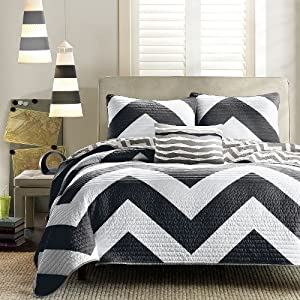 LuxuryDiscounts 4 Piece Zig Zag Reversible Chevron Bedspread Coverlet with Matching Shams and Decorative Pillow - Turquoise, Black, Hot Pink (Queen, Black)