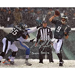 Nick Foles Philadelphia Eagles Autographed 8'' x 10'' Snow Throw Photograph with Snow Inscription - Memories - Mounted Memories Certified