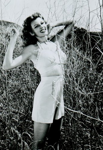 Rita Hayworth Leggy 8x10 glossy Photo #E7468