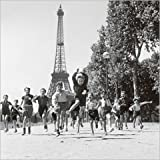 Posters: Robert Doisneau Poster Art Print - The Gardens Of The Champ De Mars (12 x 12 inches)