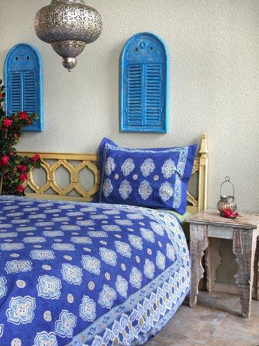 Casablanca Blues ~ Moroccan Theme White Quatrefoil Print King Duvet 90X108 front-1055486